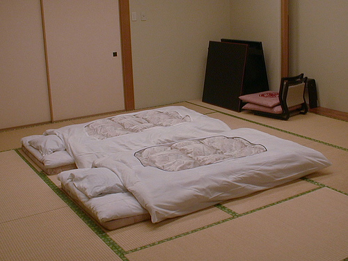 Why Japanese married couple sleep in separate beds. Why Japanese couples prefer to sleep separate    IroMegane